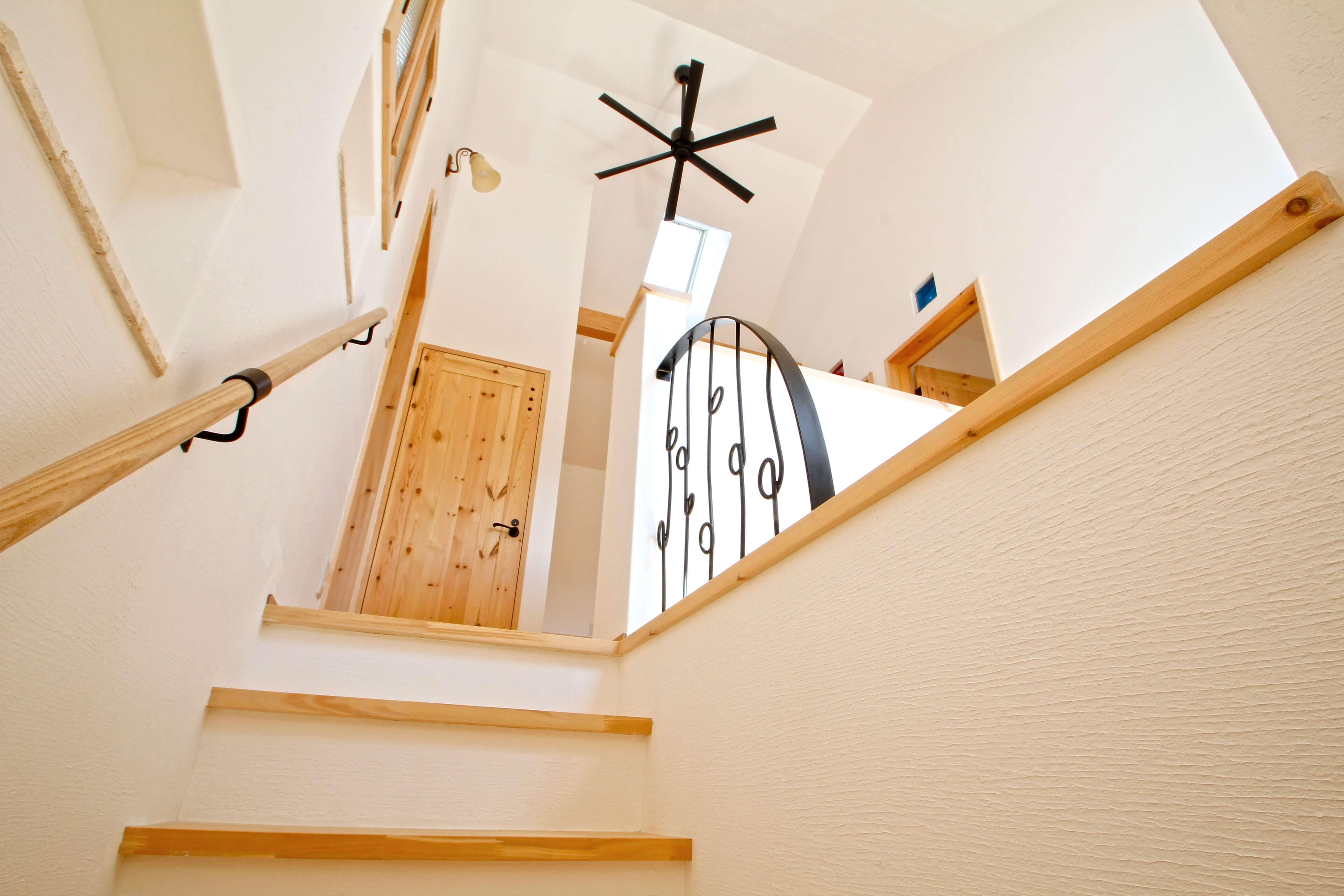 照明はどう設置したら良い?勾配天井のメリットやデメリット