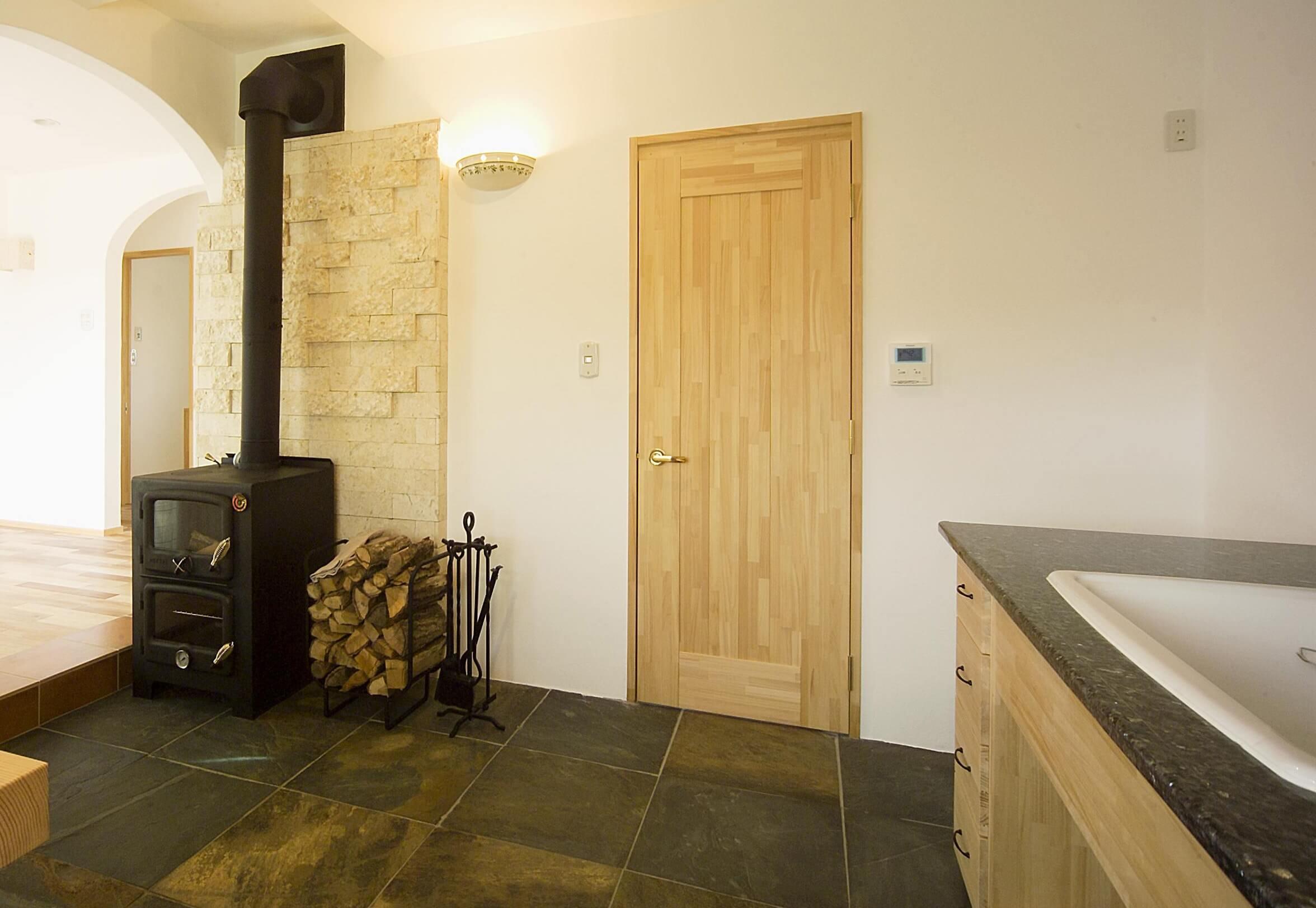 地下室を作るメリットやデメリット、地下室はどんな部屋に適しているかを紹介します